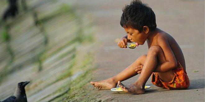 İnsanlar kıtlıktan ot yemeye başladı