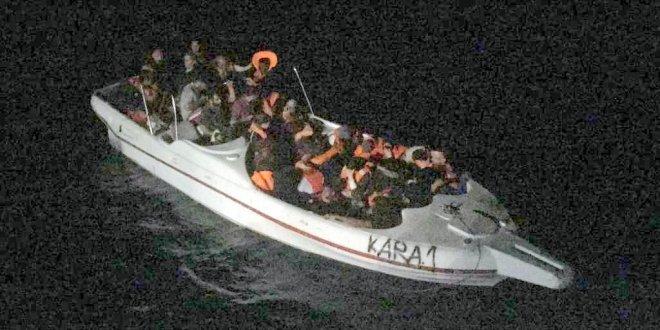 Fiber teknede 47 kaçak göçmen yakalandı