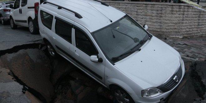 İstanbul'da yine yol çöktü