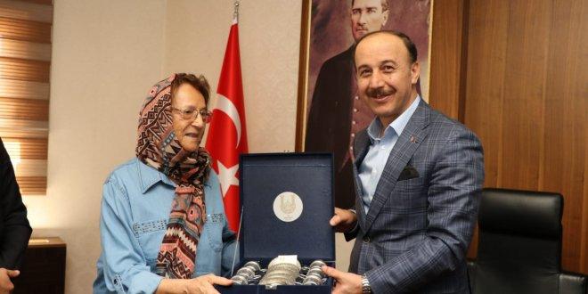 Emekli öğretmenden 350 bin lira bağış