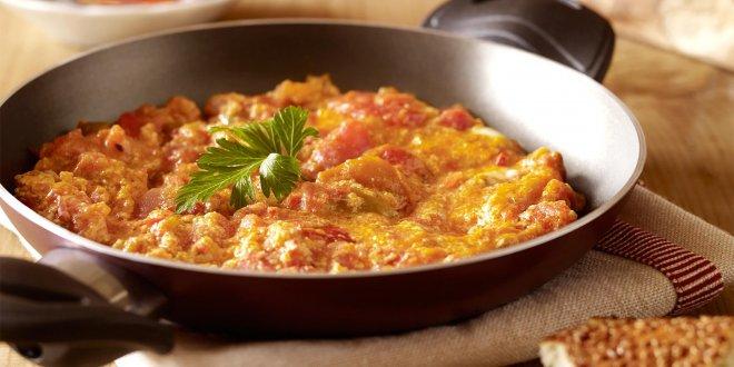 Soğansız değil domatessiz menemen!
