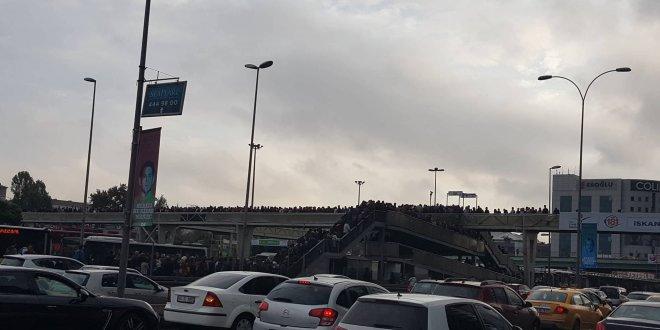 İstanbul'da metrobüs çilesi