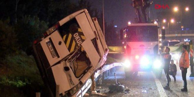 Servis aracı devrildi, şoför kaçtı