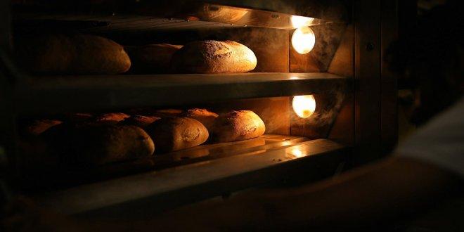 Ankara'da bakkallar, ekmek satışını durdurdu