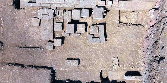 2300 yıllık aile mezarı bulundu