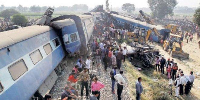 Hindistan'da tren kazası: 5 ölü