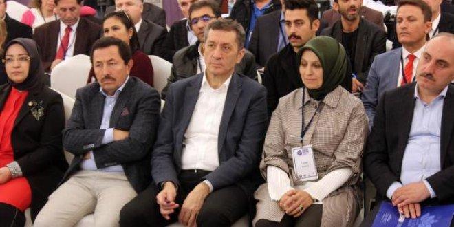 Milli Eğitim Bakanı Selçuk: Çocuklarımızı oyalıyorlar