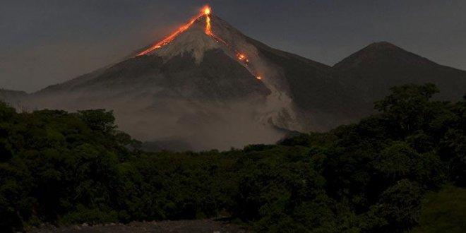 Etna Yanardağı faaliyete geçti