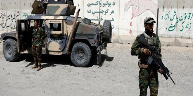 Taliban'dan askeri üsse saldırı