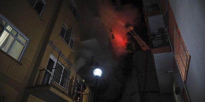 Ankara'da 8 katlı binada yangın!