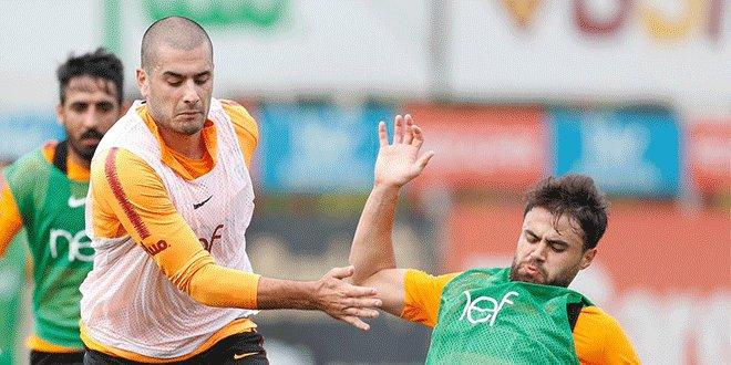 Galatasaray'da Eren Derdiyok takımla çalıştı
