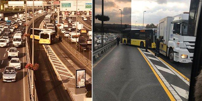 Metrobüs kaza yaptı seferler durdu!