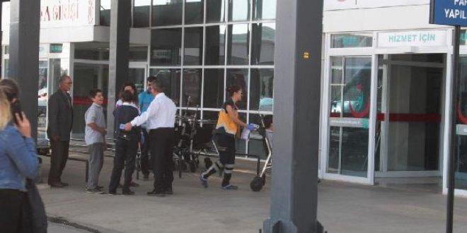 İzmir'de 21 öğrenci ve 1 öğretmen zehirlendi