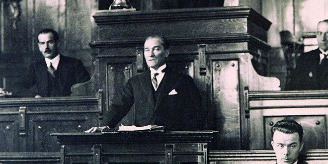 """Aytun Çıray: """"Atatürk'ün Meclisi'ni koruyamadık"""""""