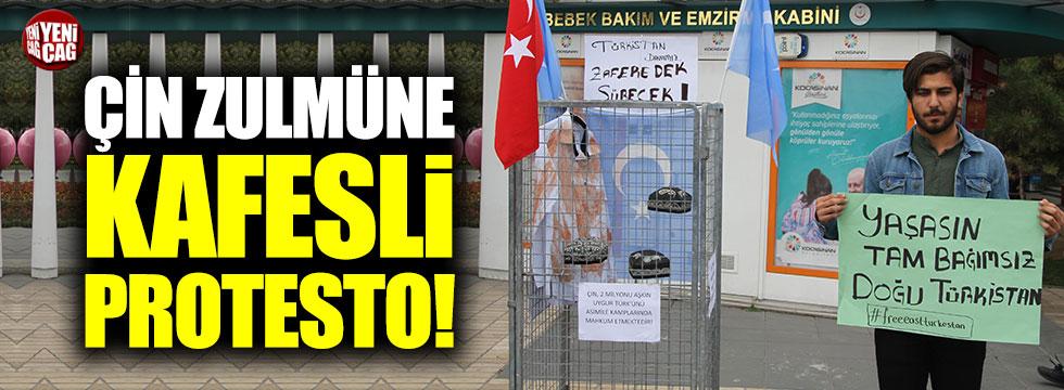 Çin zulmüne kafesli protesto!