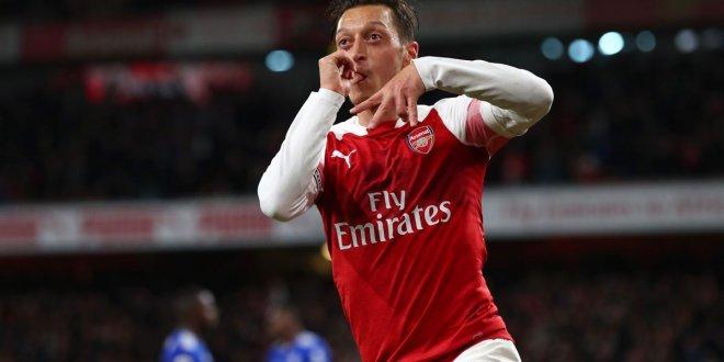 Mesut Özil, Premier Lig tarihine geçti