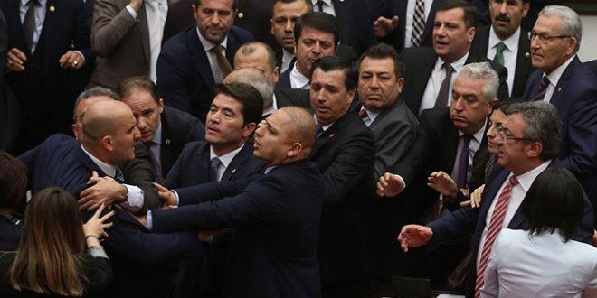 MHP ve CHP'li vekillerin kavgası görüntülendi