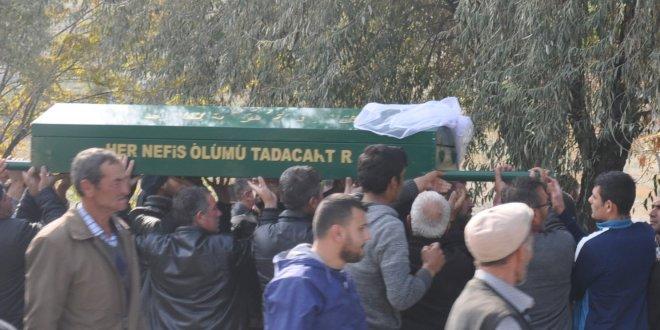 Düğüne giderken kazada ölen anne ve kızı toprağa verildi