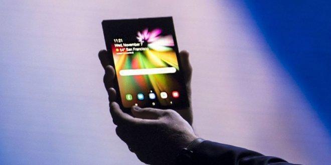 Samsung'un katlanan ekranlı akıllı telefonu ilk kez sahneye çıktı