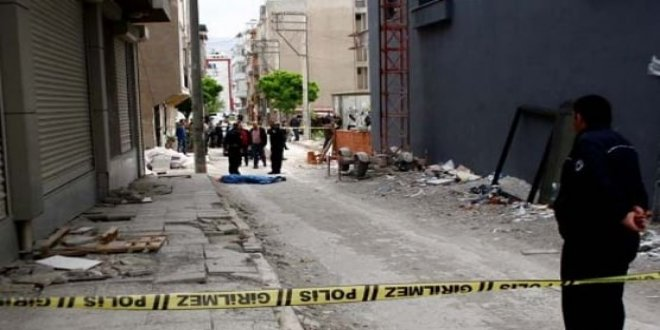 İzmir'de inşaat iskelesinden düşen işçi öldü