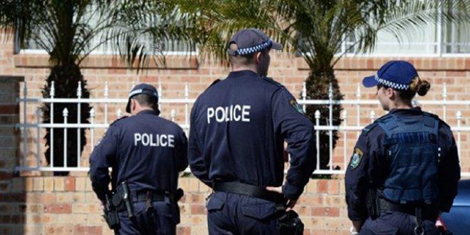 Avustralya bir saldırgan polis tarafından vuruldu