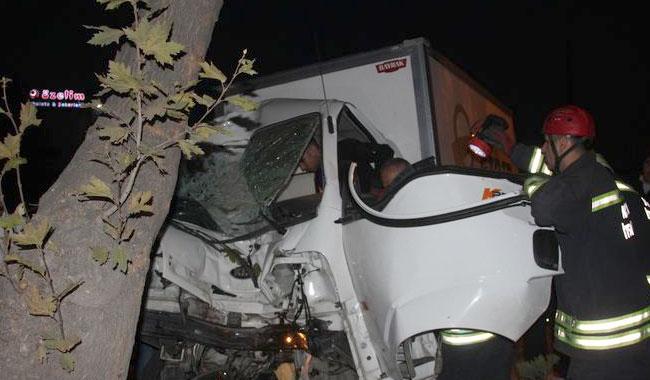 Konya'da feci kaza! Araç içinde sıkıştı