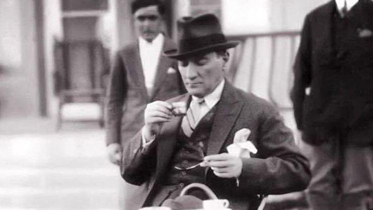 Bafetimbi Gomis'ten Mustafa Kemal Atatürk paylaşımı!