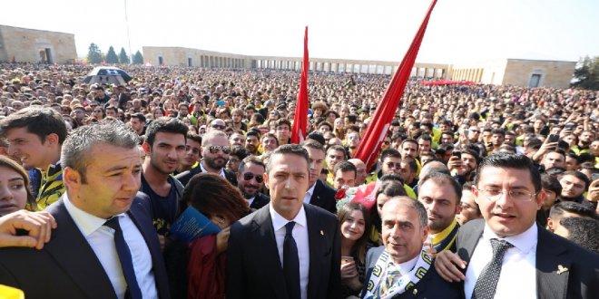 Fenerbahçe Başkanı Koç ve taraftarlar Anıtkabir'de