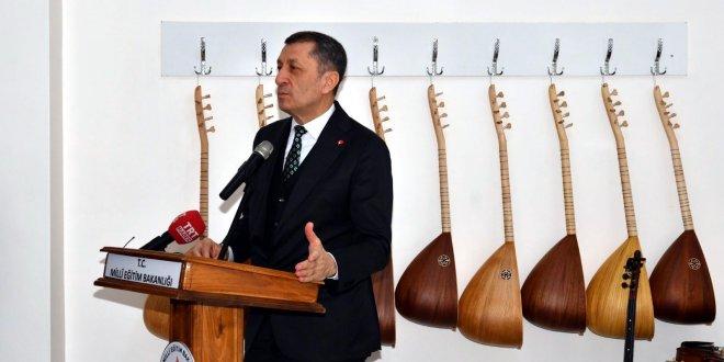 Milli Eğitim Bakanı Ziya Selçuk yeni projeyi oradan başlattı