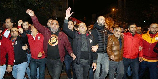 Galatasaraylı taraftarlardan TFF'ye protesto