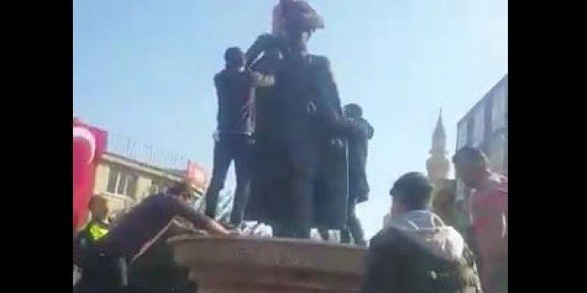 Suriyeliden Atatürk heykeline saldırı