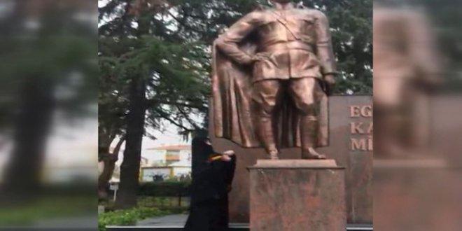 Atatürk büstüne baltayla saldıran kadın serbest bırakıldı!