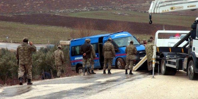 Sivas'ta askeri araç devrildi