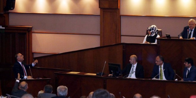 İBB Meclisi'nde AKP-CHP gerginliği!