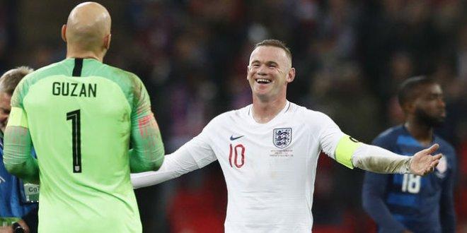 Rooney veda etti!