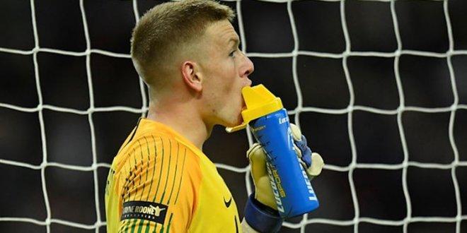 Dünya futbolu su şişesi taktiğini konuşuyor!