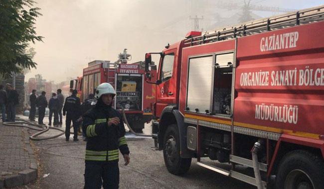 Gaziantep'te çocuk bezi fabrikasında yangın çıktı!