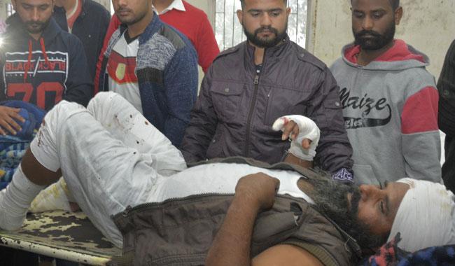 Hindistan'da otobüs uçuruma yuvarlandı: 12 ölü