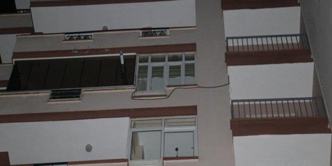 Evine balkondan girmeye çalışırken 7. kattan düşerek öldü!