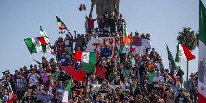 2 bin 500 göçmen geliyor diye Meksika ayağa kalktı!