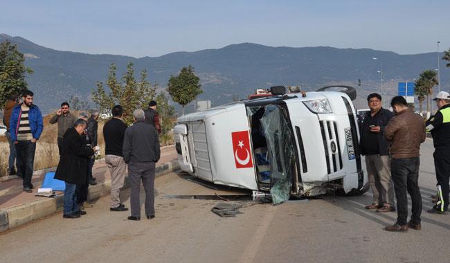 Gaziantep'te otomobil ile minibüs çarpıştı: 16 yaralı