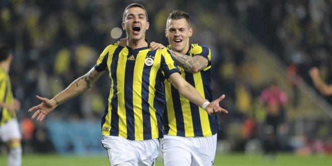 Fenerbahçe'de iki oyuncu yolcu