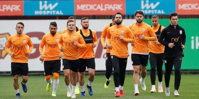 Galatasaraylı futbolculara maaş ödemesi