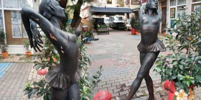 Türkiye'nin ilk kadın heykeline çirkin saldırı