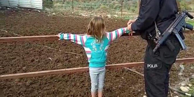 Osmaniyede çocuklarını çite bağlayan Suriyeli baba gözaltına alındı