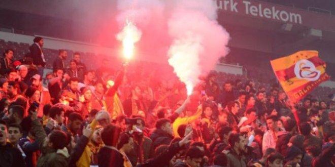 On binler Galatasaray'ın antrenmanına koştu