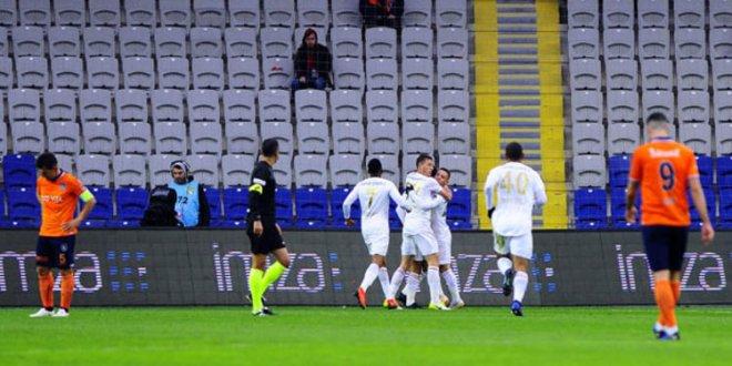 Başakşehir evinde Sivasspor'a yenildi