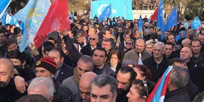 İYİ Partililer Doğu Türkistan için toplandı