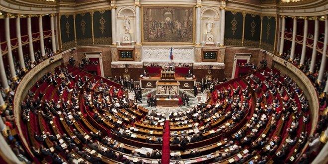 Fransa'da hükümete gensoru hazırlığı