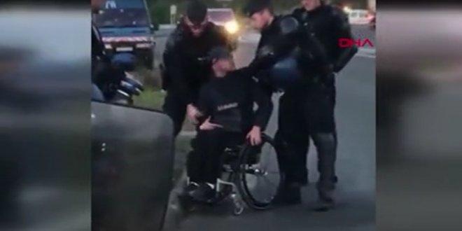 Fransa'da engelli göstericiyi yerlerde sürüklediler